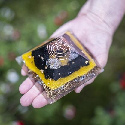 orgonite pyramide 9,5cm ondes électromagnétiques ondorama bien etre