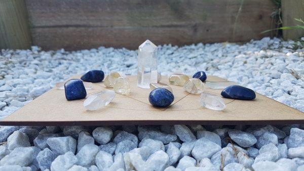 Ondorama grille de cristaux detente sur support Sceau de Salomon dans un cercle