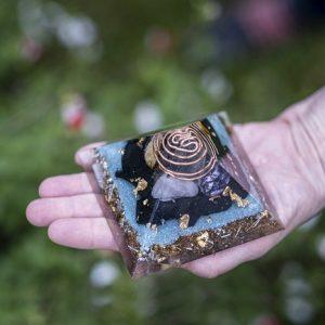 orgonite pyramide 9cm ondes électromagnétiques ondorama bien etre