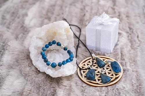 pendentif ou bracelet en apatite bleue