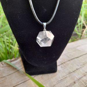 Pendentif dodécaèdre en cristal de roche